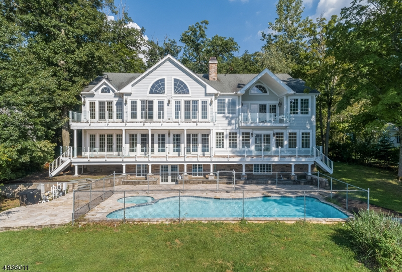 Single Family Home for Sale at 180 PINES LAKE DR 180 PINES LAKE DR Wayne, New Jersey 07470 United States