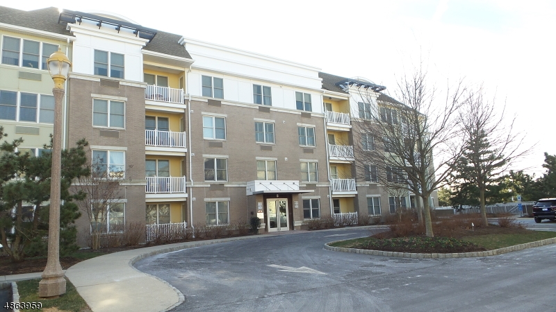 Condo / Townhouse pour l Vente à 55 MELROSE TER UNIT 414 Long Branch, New Jersey 07740 États-Unis
