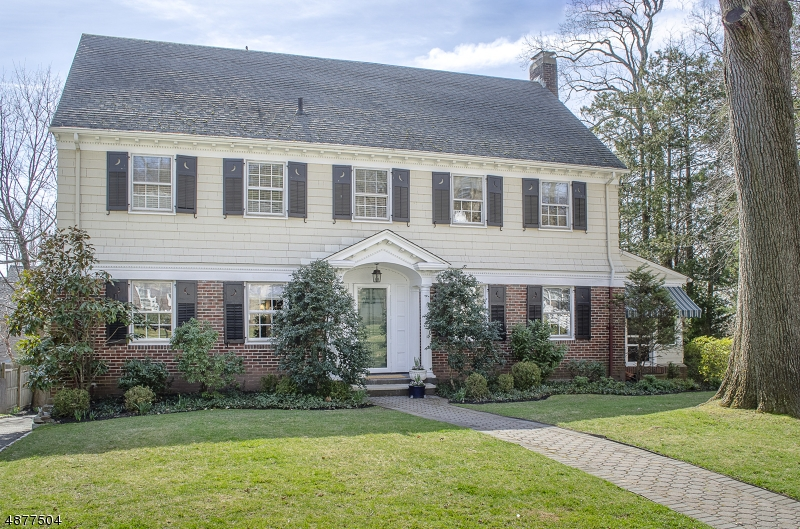 Maison unifamiliale pour l Vente à 31 CLAREMONT Drive Maplewood, New Jersey 07040 États-Unis