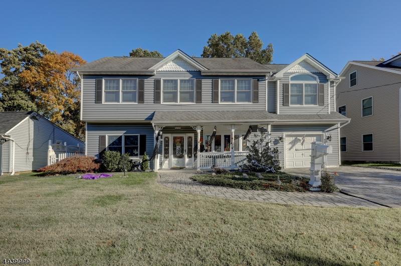 Single Family Homes pour l Vente à Little Falls, New Jersey 07424 États-Unis