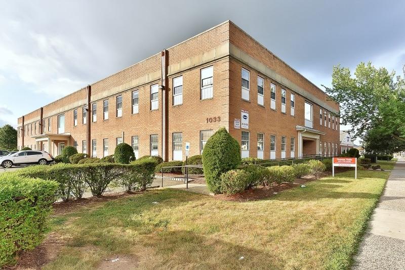 商用 为 销售 在 1033 Clifton Avenue 克利夫顿, 新泽西州 07013 美国