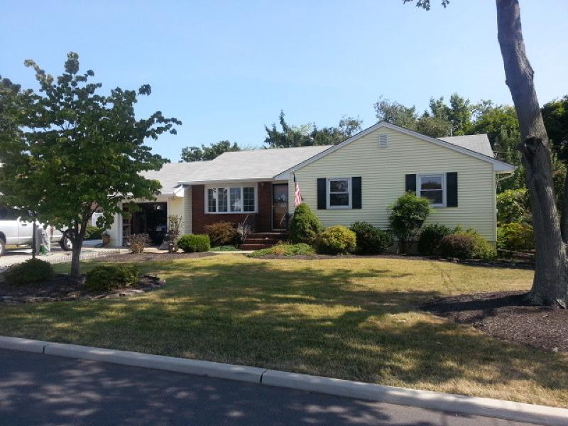 Maison unifamiliale pour l Vente à 1357 Omaha Road North Brunswick, New Jersey 08902 États-Unis
