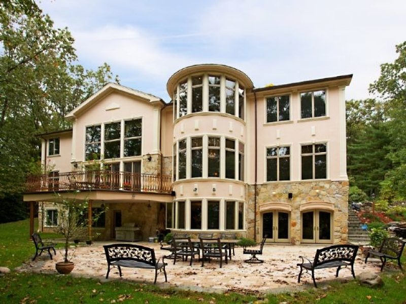 Maison unifamiliale pour l Vente à 14 Dogwood Drive Saddle River, New Jersey 07458 États-Unis