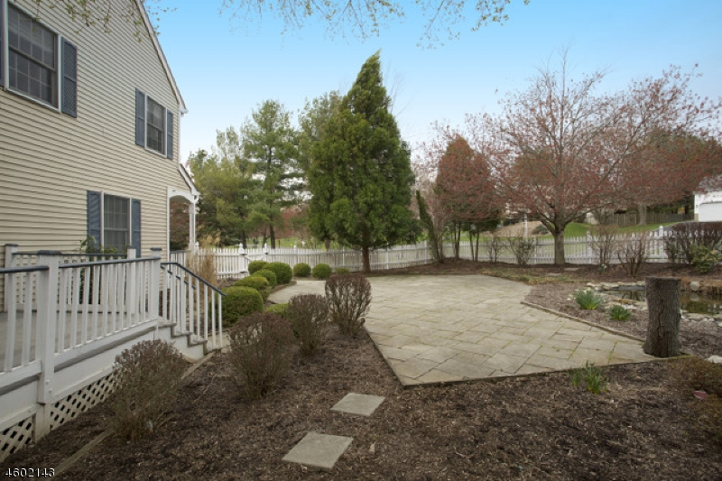 Additional photo for property listing at 1 Kellie Court  Califon, New Jersey 07830 États-Unis
