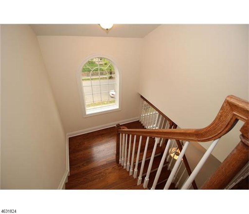 Additional photo for property listing at 190 AMBOY Avenue  Metuchen, New Jersey 08840 États-Unis
