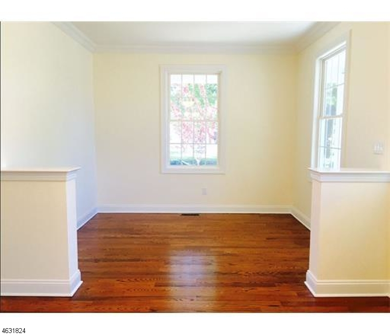 Additional photo for property listing at 190 AMBOY Avenue  Metuchen, 新泽西州 08840 美国