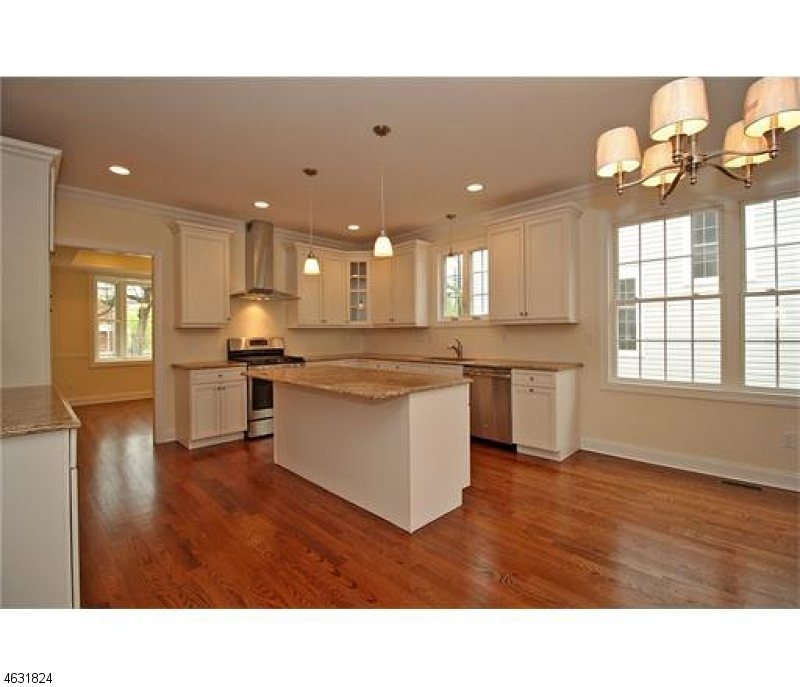 Additional photo for property listing at 190 AMBOY Avenue  Metuchen, New Jersey 08840 United States