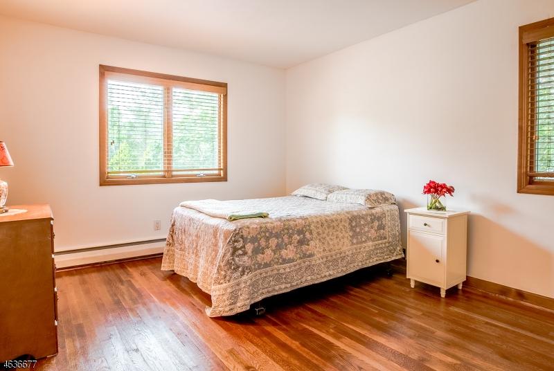 Additional photo for property listing at 76 Shady Lane  Fanwood, Нью-Джерси 07023 Соединенные Штаты
