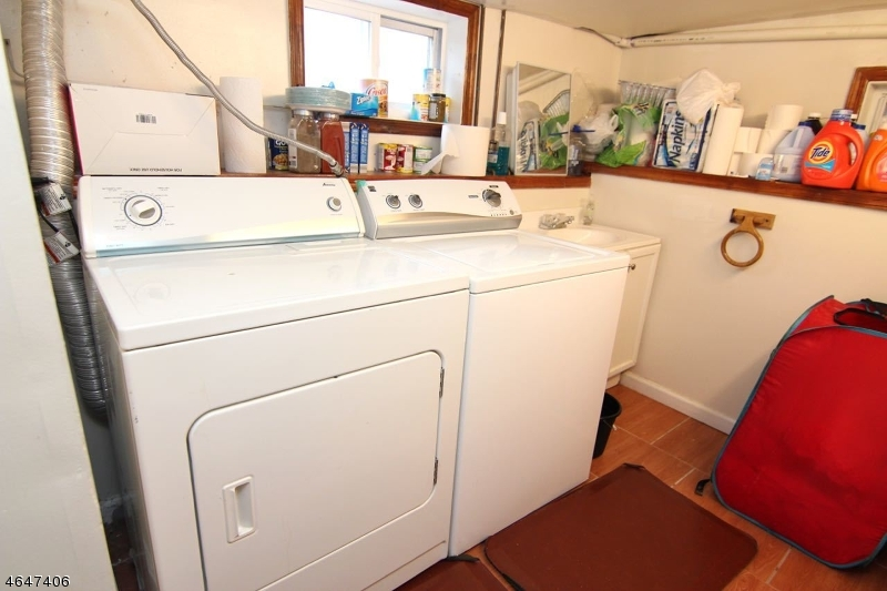 Additional photo for property listing at 9 Agate Place  Newark, Нью-Джерси 07104 Соединенные Штаты