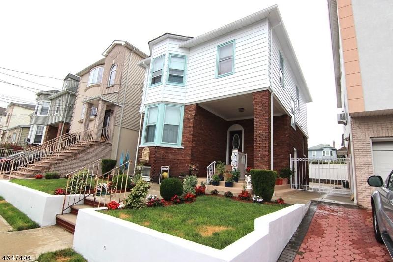 Maison unifamiliale pour l Vente à 9 Agate Place Newark, New Jersey 07104 États-Unis
