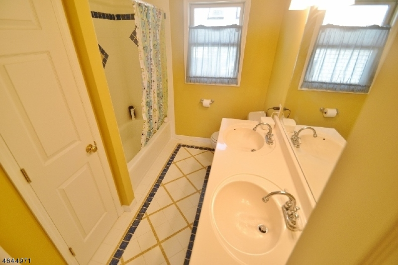 Additional photo for property listing at 3 Sunset Trail  Denville, New Jersey 07834 United States