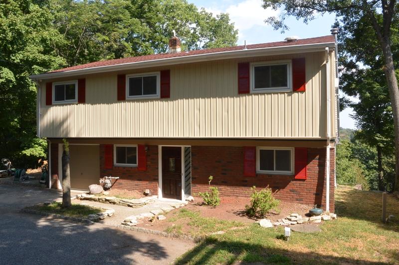 Casa Unifamiliar por un Alquiler en 175 W Lake Shore Drive Rockaway, Nueva Jersey 07866 Estados Unidos