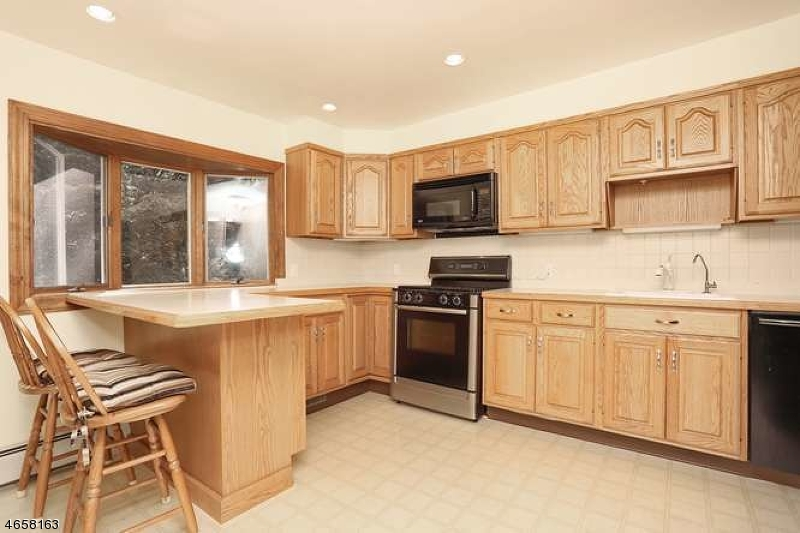 Additional photo for property listing at 327 FOREST GLEN Avenue  Franklin Lakes, New Jersey 07417 United States