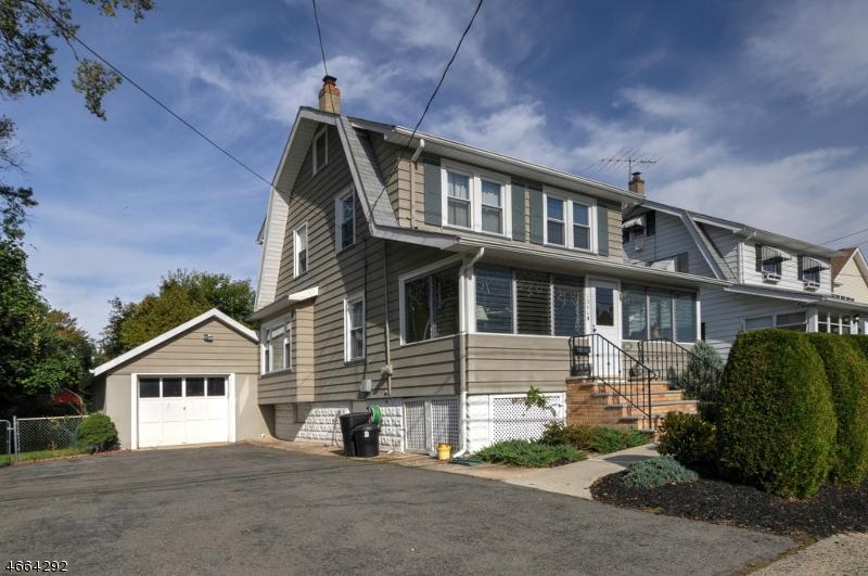Maison unifamiliale pour l Vente à 1044 Madison Hill Road Clark, New Jersey 07066 États-Unis
