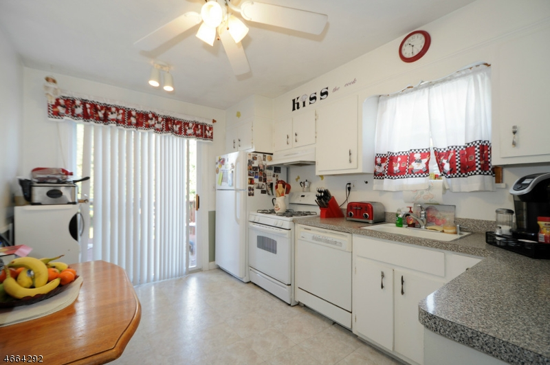 Additional photo for property listing at 1044 Madison Hill Road  Clark, 新泽西州 07066 美国