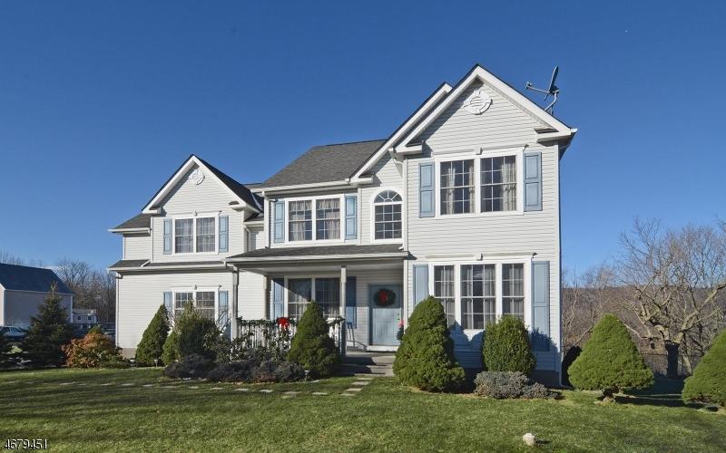 Частный односемейный дом для того Продажа на 8 Cliffside Drive Stewartsville, 08886 Соединенные Штаты