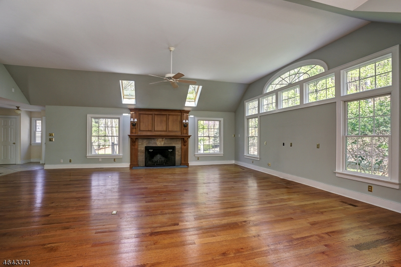 Additional photo for property listing at 98 Roxiticus Road  Far Hills, New Jersey 07931 États-Unis