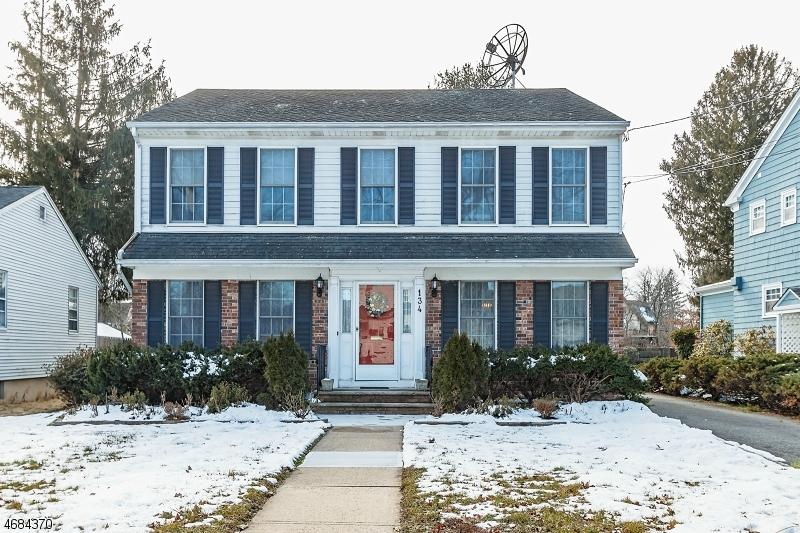 Частный односемейный дом для того Продажа на 134 Cherry Avenue Bound Brook, Нью-Джерси 08805 Соединенные Штаты