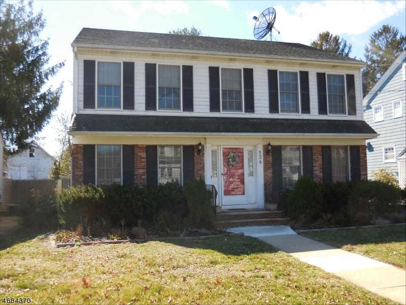 Частный односемейный дом для того Продажа на 134 Cherry Avenue Bound Brook, 08805 Соединенные Штаты