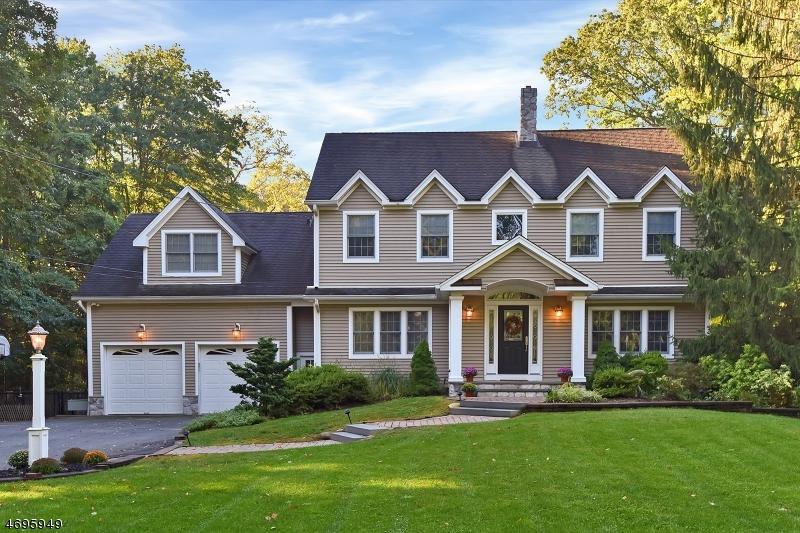 Maison unifamiliale pour l Vente à 95 New Street Allendale, New Jersey 07401 États-Unis