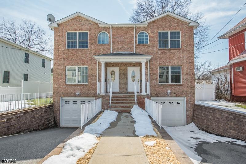 Maison unifamiliale pour l Vente à 366 Grove Street East Rutherford, New Jersey 07073 États-Unis
