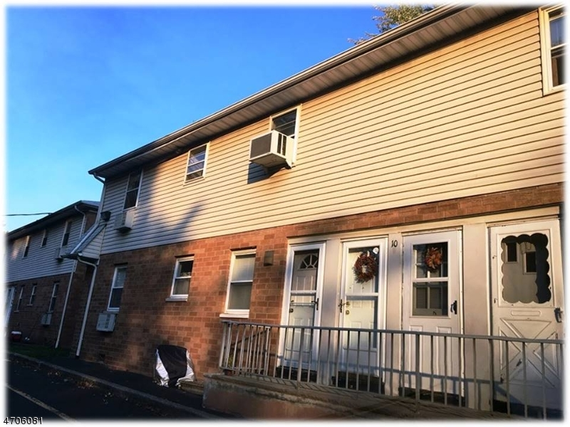Single Family Home for Sale at 10 Lakeview Avenue Leonia, New Jersey 07605 United States