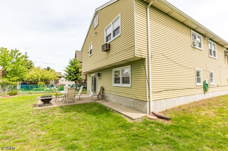 Частный односемейный дом для того Продажа на 1-30 Lyncrest Avenue Fair Lawn, Нью-Джерси 07410 Соединенные Штаты