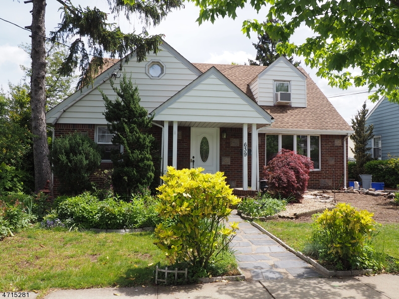 Single Family Home for Sale at 639 8th Street Carlstadt, New Jersey 07072 United States