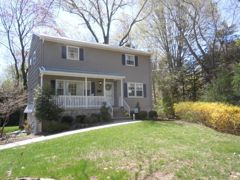Single Family Home for Rent at 21 Ivers Road Allendale, New Jersey 07401 United States