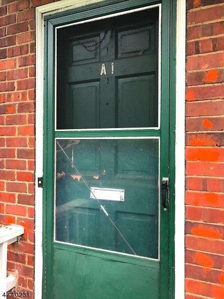 Частный односемейный дом для того Аренда на 1905 Wood Ave, APT A1 Roselle, Нью-Джерси 07203 Соединенные Штаты