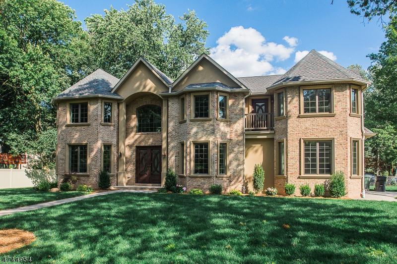 Частный односемейный дом для того Продажа на 72 Lotus Lane Paramus, Нью-Джерси 07652 Соединенные Штаты