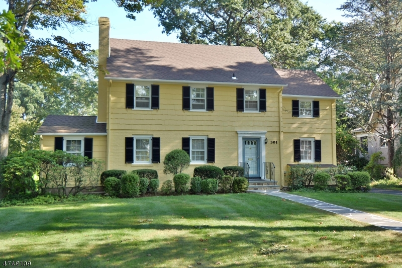 Single Family Home for Sale at 301 HAMILTON Road Ridgewood, New Jersey 07450 United States