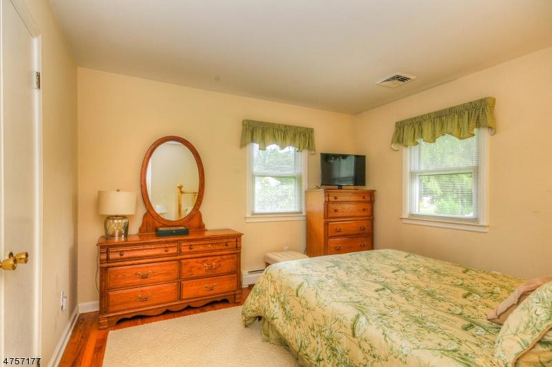 Additional photo for property listing at 36 Hoffman Drive  Califon, Нью-Джерси 07830 Соединенные Штаты