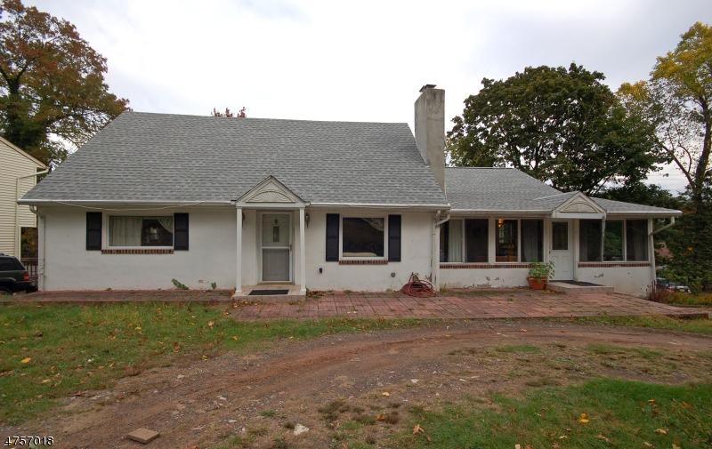Maison unifamiliale pour l Vente à 271 Long Hill Road Little Falls, New Jersey 07424 États-Unis