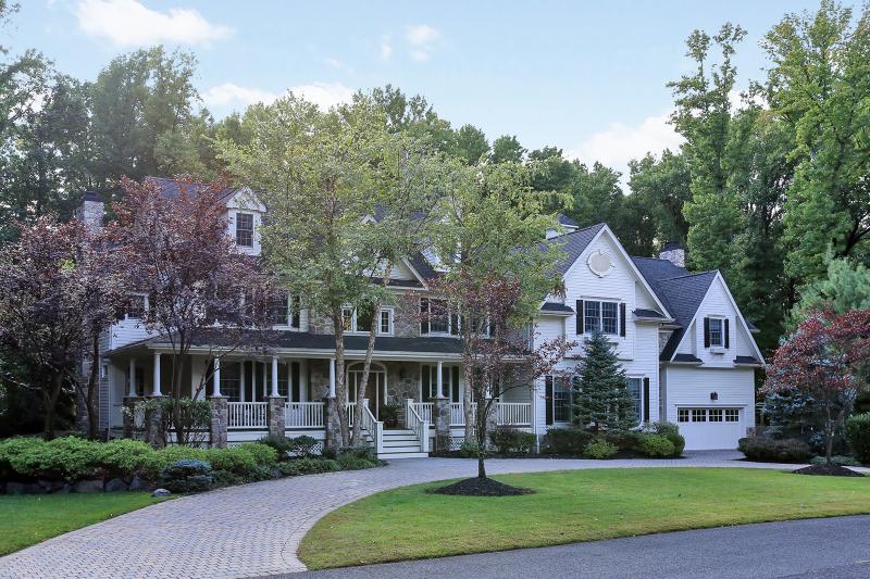 Частный односемейный дом для того Продажа на 1231 Cooper Road 1231 Cooper Road Scotch Plains, Нью-Джерси 07076 Соединенные Штаты