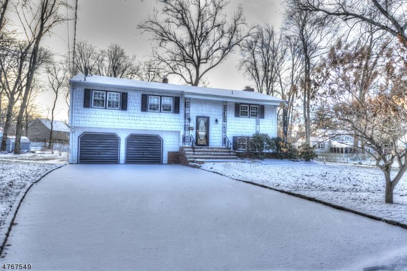 Maison unifamiliale pour l Vente à 2 Vivian Street Lincoln Park, New Jersey 07035 États-Unis