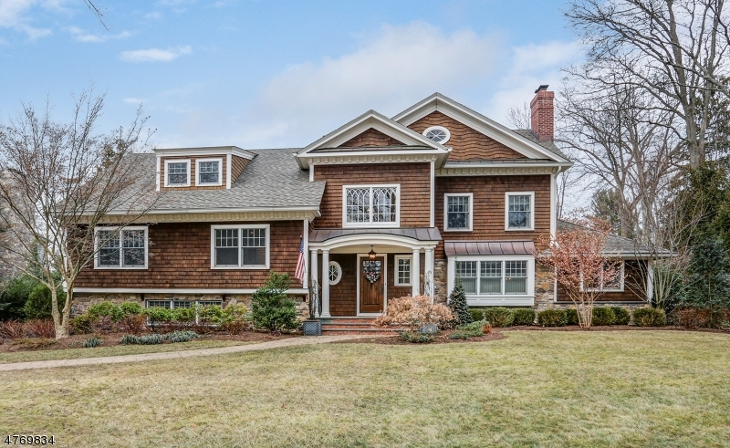 Enfamiljshus för Försäljning vid 16 Robert Drive Chatham, New Jersey 07928 Usa