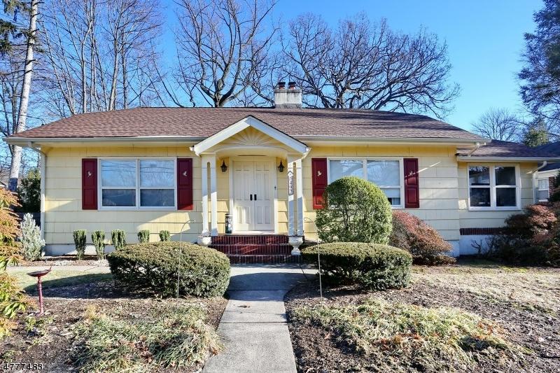 Частный односемейный дом для того Продажа на 497 Doremus Avenue Glen Rock, Нью-Джерси 07452 Соединенные Штаты