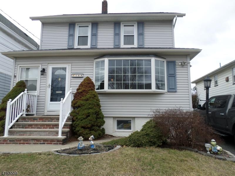 واحد منزل الأسرة للـ Sale في 164 Day Street 164 Day Street Clifton, New Jersey 07011 United States