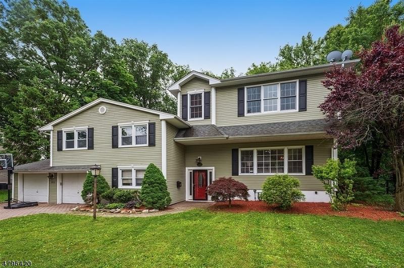 独户住宅 为 销售 在 23 Princeton Road 克兰弗德, 新泽西州 07016 美国