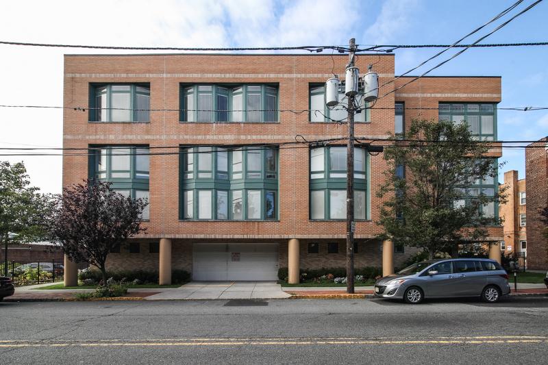 Condo / Townhouse pour l à louer à 119 WALNUT ST C0003 Montclair, New Jersey 07042 États-Unis