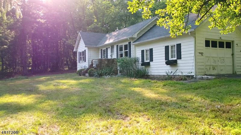 Nhà ở một gia đình vì Bán tại 384 MINE Road Asbury, New Jersey 08802 Hoa Kỳ