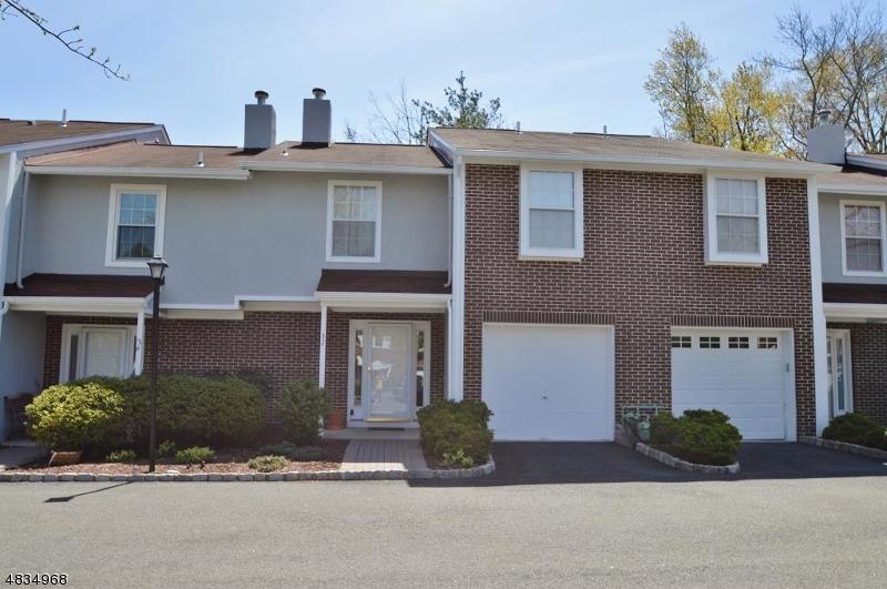 Condo / Townhouse pour l à louer à 318 MAIN Street Madison, New Jersey 07940 États-Unis