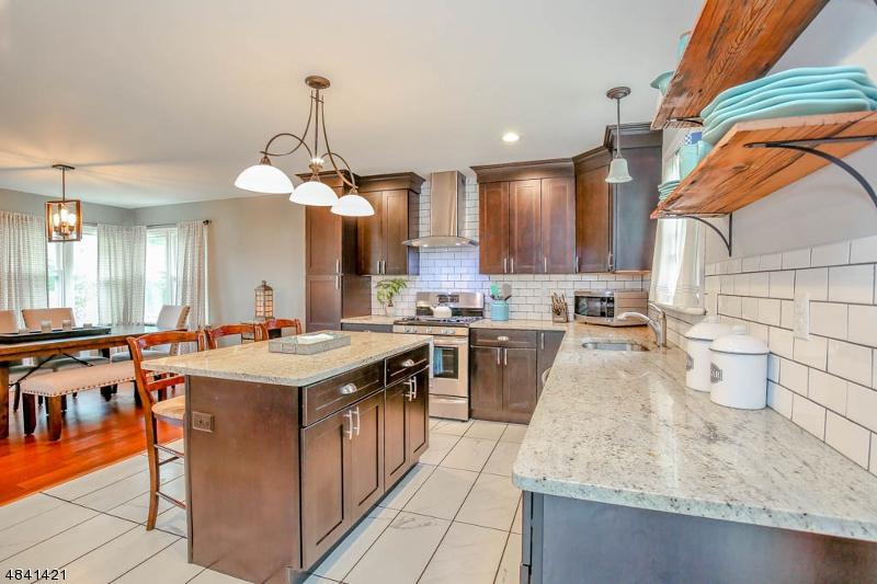 Maison unifamiliale pour l Vente à 461 ROUTE 206 Andover, New Jersey 07821 États-Unis
