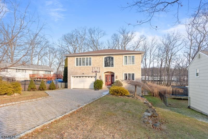 Maison unifamiliale pour l Vente à 4 UTE Place Rockaway, New Jersey 07866 États-Unis