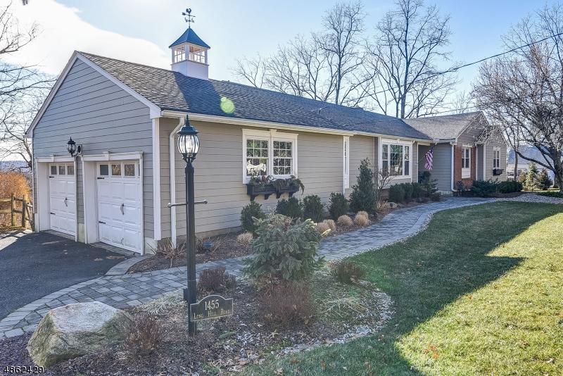 Частный односемейный дом для того Продажа на 1455 LONG HILL Road Long Hill, Нью-Джерси 07946 Соединенные Штаты