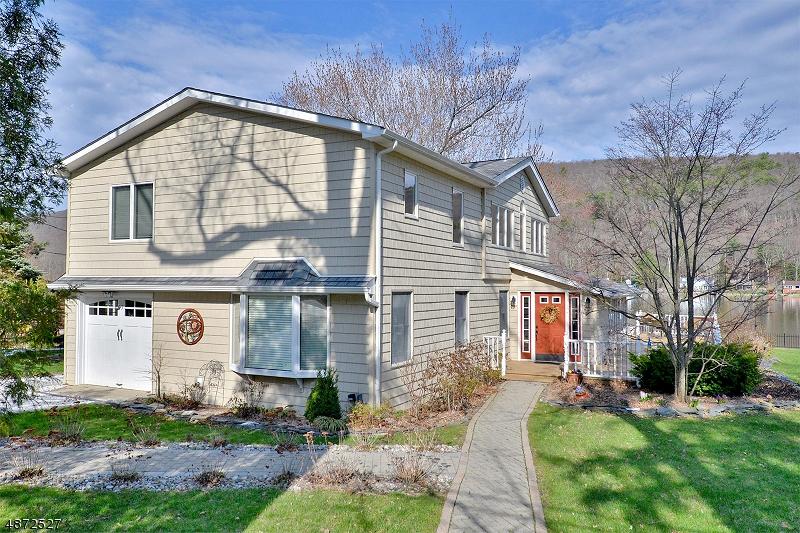 Maison unifamiliale pour l Vente à 57 PINECLIFF LK Drive West Milford, New Jersey 07480 États-Unis