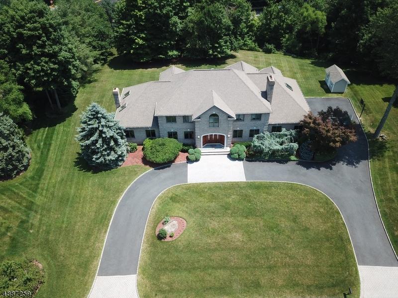 Частный односемейный дом для того Продажа на 37 SURREY Lane Mahwah, Нью-Джерси 07430 Соединенные Штаты