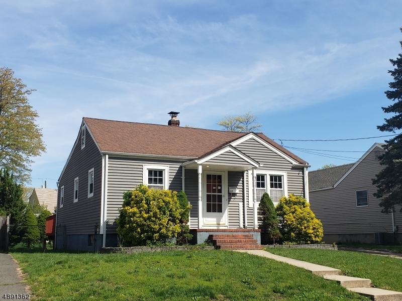 Maison unifamiliale pour l Vente à 17 E WASHINGTON Avenue Elmwood Park, New Jersey 07407 États-Unis