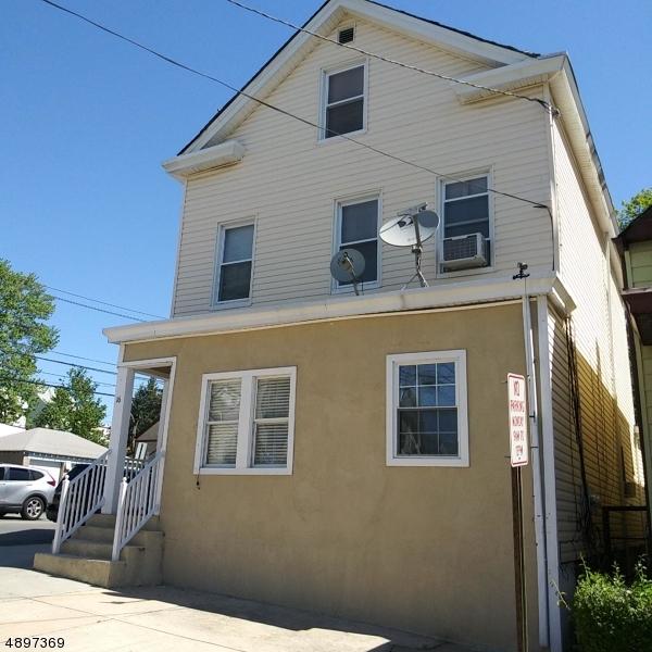 Maison avec plusieurs logements pour l Vente à Prospect Park, New Jersey 07508 États-Unis